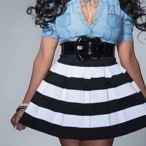 Express Skirt Pleated Black/White Size  Small